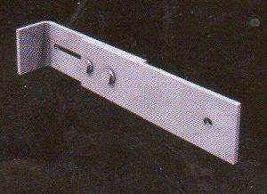 patte de fixation 300x218 - Échelles crinolines
